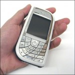 Nokia 7610 в руке
