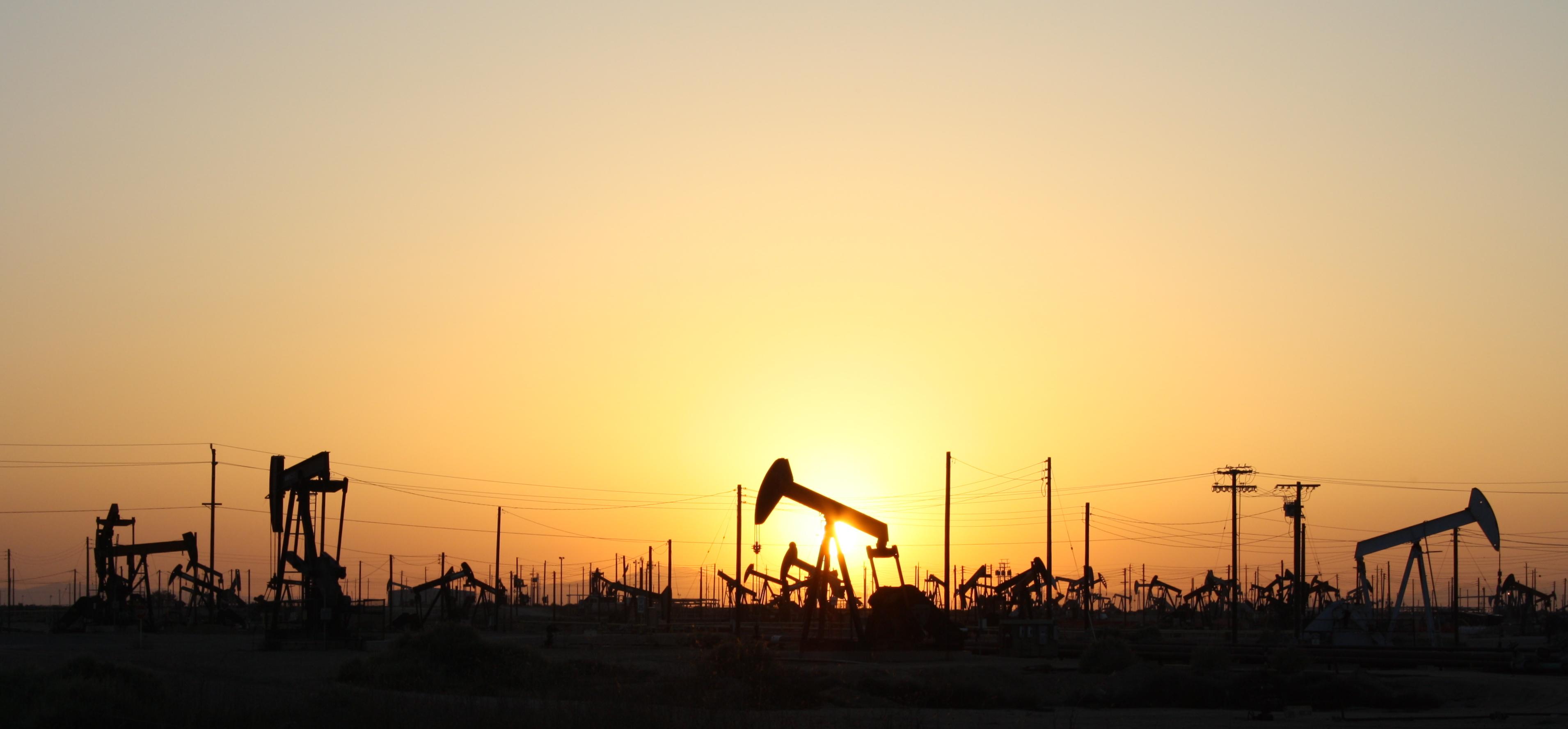 Нефтяное поле