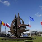 Герб НАТО напротив штаб-квартиры
