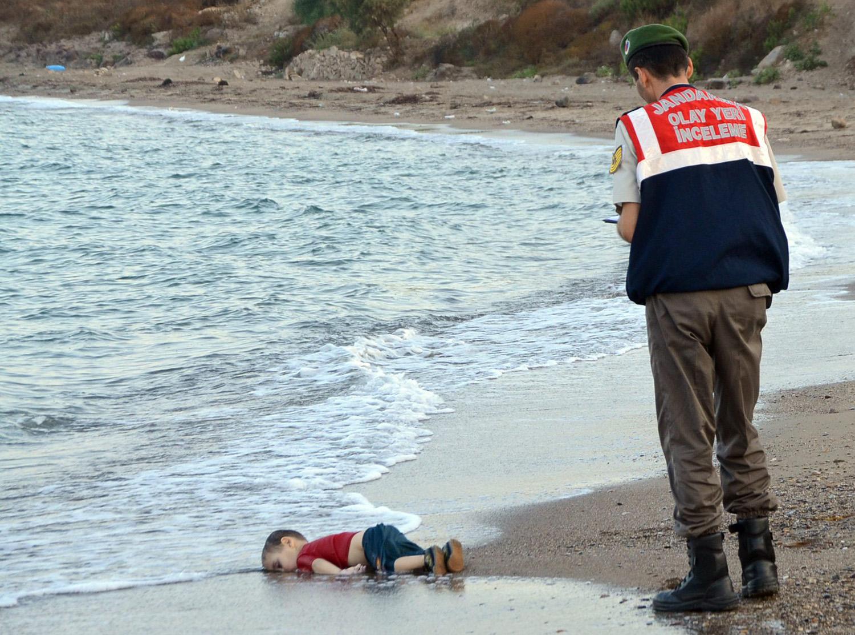 Сирия мальчик мигрант утонул фото