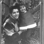 Старое фото жены и дочери