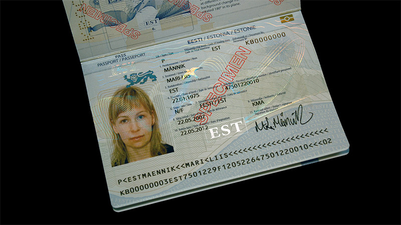 Разворот загранпаспорта Эстонии