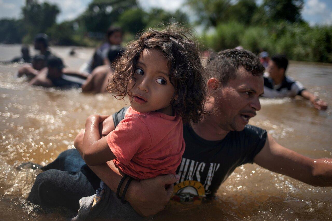 Мигранты, следующие из Центральной Америки в США