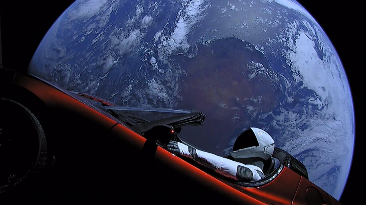 Автомобиль Илона Маска, запущенный в космос с помощью ракеты Falcon Heavy