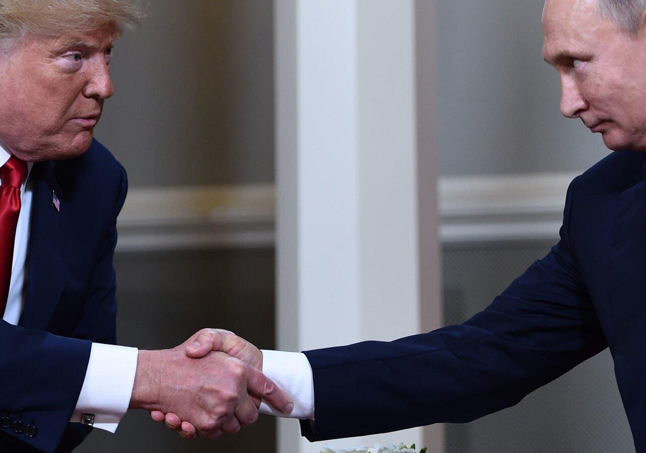 Рукопожатие Дональда Трампа и Владимира Путина