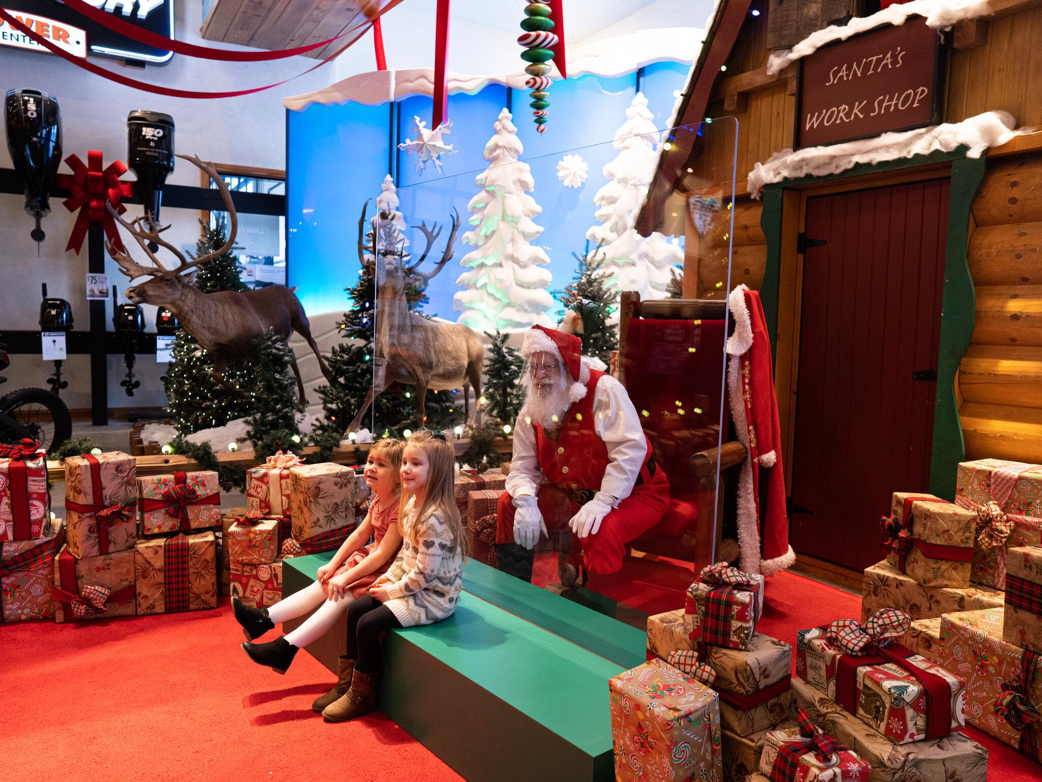 Санта-Клаус на новый в год в коронавирус